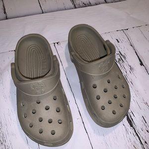 Women's Croc size 6/7 brown